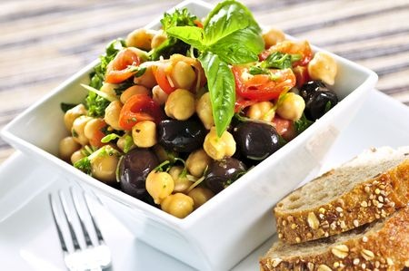 Chickpeas salad with olives